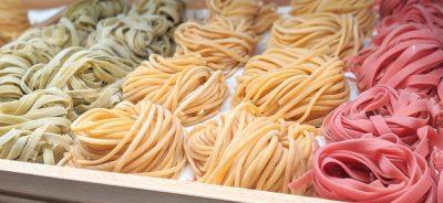 Come seccare la pasta fresca con strumenti ad hoc e tecniche casalinghe